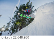 Летящий сноубордист в горах. Стоковое фото, фотограф Mark Agnor / Фотобанк Лори