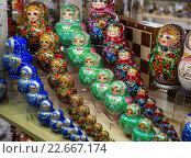Купить «Русские расписные матрешки», эксклюзивное фото № 22667174, снято 12 февраля 2016 г. (c) Вячеслав Палес / Фотобанк Лори