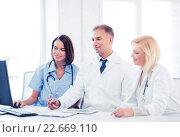 Купить «doctors looking at computer on meeting», фото № 22669110, снято 6 июля 2013 г. (c) Syda Productions / Фотобанк Лори