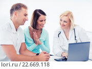 Купить «doctor with patients looking at laptop», фото № 22669118, снято 6 июля 2013 г. (c) Syda Productions / Фотобанк Лори
