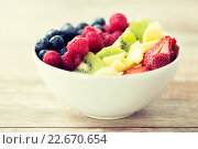 Купить «close up of fruits and berries in bowl on table», фото № 22670654, снято 28 апреля 2015 г. (c) Syda Productions / Фотобанк Лори