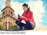 Купить «happy young woman with smartphone and headphones», фото № 22670962, снято 19 марта 2015 г. (c) Syda Productions / Фотобанк Лори