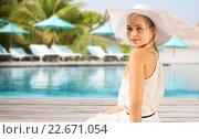 beautiful woman enjoying summer over beach. Стоковое фото, фотограф Syda Productions / Фотобанк Лори
