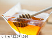 Купить «close up of honey in glass bowl and dipper», фото № 22671526, снято 7 апреля 2016 г. (c) Syda Productions / Фотобанк Лори