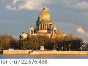 Купить «Исаакиевский собор крупным планом апрельским вечером. Санкт-Петербург», фото № 22676438, снято 23 апреля 2016 г. (c) Виктор Карасев / Фотобанк Лори