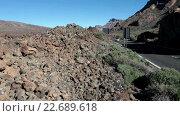Купить «Куски застывшей лавы на обочине дороги TF-21, ведущей от вулкана Тейде к побережью. Тенерифе, Канарские острова, Испания», видеоролик № 22689618, снято 25 апреля 2016 г. (c) Кекяляйнен Андрей / Фотобанк Лори