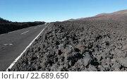 Купить «Автомобили проезжают по асфальтовой дороге TF-38 через застывшие куски лавы. Тенерифе, Канарские острова, Испания», видеоролик № 22689650, снято 25 апреля 2016 г. (c) Кекяляйнен Андрей / Фотобанк Лори