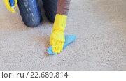 Купить «woman in gloves cleaning carpet or rug with rag», видеоролик № 22689814, снято 17 апреля 2016 г. (c) Syda Productions / Фотобанк Лори