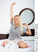 Купить «Blonde stretching in bed», фото № 22691022, снято 24 января 2020 г. (c) Яков Филимонов / Фотобанк Лори