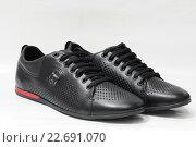 Купить «Мужская обувь. Пара чёрных летних ботинок на белом фоне», эксклюзивное фото № 22691070, снято 26 апреля 2016 г. (c) Игорь Низов / Фотобанк Лори