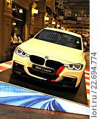 Купить «Выставка автомобилей к столетнему юбилею BMW в ГУМе», фото № 22694774, снято 20 апреля 2016 г. (c) Юлия Руденко / Фотобанк Лори