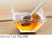 Купить «close up of honey in glass bowl and dipper», фото № 22702498, снято 7 апреля 2016 г. (c) Syda Productions / Фотобанк Лори