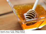 Купить «close up of honey in glass bowl and dipper», фото № 22702502, снято 7 апреля 2016 г. (c) Syda Productions / Фотобанк Лори