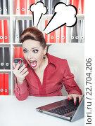 Купить «Женщина на рабочем месте кричит в мобильный телефон», фото № 22704206, снято 26 января 2014 г. (c) Darkbird77 / Фотобанк Лори