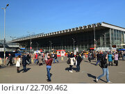Купить «MOSCOW, RUSSIA - March 10. 2016. The area in front of Kursk railway station. RZD In the year transporting more than 1 million passengers», фото № 22709462, снято 10 марта 2016 г. (c) Володина Ольга / Фотобанк Лори