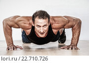 Купить «Middle-aged muscular man doing push-up», фото № 22710726, снято 31 июля 2011 г. (c) Andrejs Pidjass / Фотобанк Лори