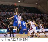 Купить «Начало игры. Баскетбольный матч», фото № 22710854, снято 9 ноября 2013 г. (c) Pavel Shchegolev / Фотобанк Лори