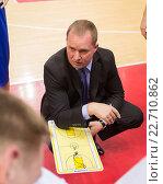 Купить «БК Neptunas главный тренер Kazys Maksvytis во время тайм-аута», фото № 22710862, снято 9 ноября 2013 г. (c) Pavel Shchegolev / Фотобанк Лори
