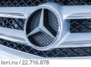 Купить «Grille of a Mercedes-Benz car with the famous star», фото № 22716878, снято 16 августа 2018 г. (c) FotograFF / Фотобанк Лори