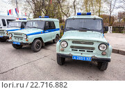 Russian police patrol vehicles parked on the city street  in spring day, фото № 22716882, снято 30 апреля 2016 г. (c) FotograFF / Фотобанк Лори