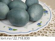 Купить «Яйца крашенные отваром чая каркаде», эксклюзивное фото № 22718830, снято 30 апреля 2016 г. (c) Dmitry29 / Фотобанк Лори