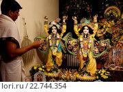 Купить «Celebration of Diwali festival in an ISKCON temple. The statues depict Gaura-Nitai», фото № 22744354, снято 19 апреля 2019 г. (c) age Fotostock / Фотобанк Лори