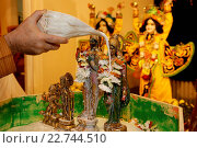 Купить «Celebration of Diwali festival in an ISKCON temple. Abhishek ritual.», фото № 22744510, снято 19 апреля 2019 г. (c) age Fotostock / Фотобанк Лори