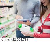 Купить «Close up view of couple doing grocery shopping together», фото № 22764718, снято 16 октября 2015 г. (c) Wavebreak Media / Фотобанк Лори