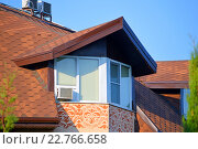 Купить «Окна мансардного этажа здания с узором и коричневой крышей», фото № 22766658, снято 17 августа 2015 г. (c) Александр Замараев / Фотобанк Лори