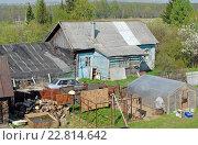 Купить «Старый деревенский дом и хозяйственные постройки на загородном участке», фото № 22814642, снято 7 мая 2016 г. (c) Александр Замараев / Фотобанк Лори