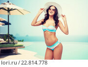 happy young woman in bikini swimsuit and sun hat. Стоковое фото, фотограф Syda Productions / Фотобанк Лори