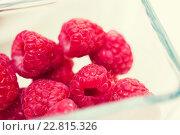 Купить «close up of ripe red raspberries in glass», фото № 22815326, снято 26 апреля 2015 г. (c) Syda Productions / Фотобанк Лори