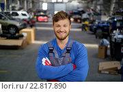 Купить «Cheerful serviceman in a car workshop», фото № 22817890, снято 2 октября 2015 г. (c) Andrejs Pidjass / Фотобанк Лори