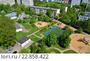 Купить «Yard with playgrounds in Zelenograd, Moscow», фото № 22858422, снято 13 мая 2016 г. (c) Володина Ольга / Фотобанк Лори