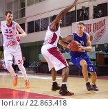Купить «Баскетбол, Edgaras Ulanovas с мячом», фото № 22863418, снято 9 ноября 2013 г. (c) Pavel Shchegolev / Фотобанк Лори