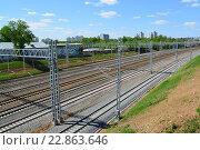 Купить «Moscow, Russia - May 13.2016. Railroad tracks Oktyabrskaya railway in Zelenograd», фото № 22863646, снято 13 мая 2016 г. (c) Володина Ольга / Фотобанк Лори