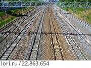 Купить «Moscow, Russia - May 13.2016. Railroad tracks Oktyabrskaya railway in Zelenograd», фото № 22863654, снято 13 мая 2016 г. (c) Володина Ольга / Фотобанк Лори