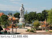 Купить «a templel near the Death Railway Bridge over the River Kwai of the Burma-Thailand Railway in the City of Kanchanaburi in Central Thailand in Southeastasia.», фото № 22888486, снято 8 июля 2020 г. (c) age Fotostock / Фотобанк Лори