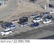 Купить «Плотное движение на Лубянской площади», эксклюзивное фото № 22900706, снято 24 апреля 2015 г. (c) lana1501 / Фотобанк Лори