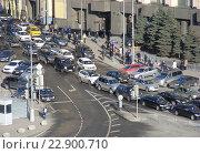 Купить «Пробка на Лубянской площади», эксклюзивное фото № 22900710, снято 24 апреля 2015 г. (c) lana1501 / Фотобанк Лори