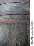 Купить «Старая дубовая винная бочка, крупный план», фото № 22900886, снято 8 мая 2016 г. (c) Елена Александрова / Фотобанк Лори