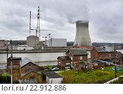Huy, Belgium, overlooking the Tihange Nuclear Power Station (2016 год). Редакционное фото, агентство Caro Photoagency / Фотобанк Лори