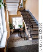 Купить «Лестница в подъезде старого дома в городе Санкт-Петербург», фото № 22925830, снято 27 февраля 2016 г. (c) Вячеслав Палес / Фотобанк Лори