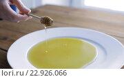 Купить «hand holding dipper with honey pouring to plate», видеоролик № 22926066, снято 15 апреля 2016 г. (c) Syda Productions / Фотобанк Лори