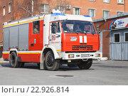 Купить «Современная российский пожарная машина с пожарными», фото № 22926814, снято 9 апреля 2016 г. (c) EugeneSergeev / Фотобанк Лори