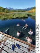Купить «Туристы купаются в термальных источниках. Налычево, Камчатка», фото № 22927262, снято 7 сентября 2013 г. (c) А. А. Пирагис / Фотобанк Лори