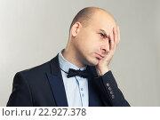 Усталый лысый человек. Стоковое фото, фотограф Александр Лычагин / Фотобанк Лори