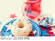Купить «donut with juice and candies on independence day», фото № 22939898, снято 28 мая 2015 г. (c) Syda Productions / Фотобанк Лори