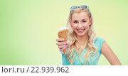 happy young woman in sunglasses eating ice cream. Стоковое фото, фотограф Syda Productions / Фотобанк Лори