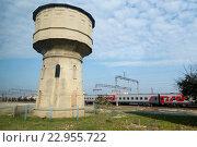 Купить «Старая водонапорная башня на железнодорожной станции города Кизилюрт, Дагестан», фото № 22955722, снято 6 октября 2015 г. (c) Ольга Шуклина / Фотобанк Лори